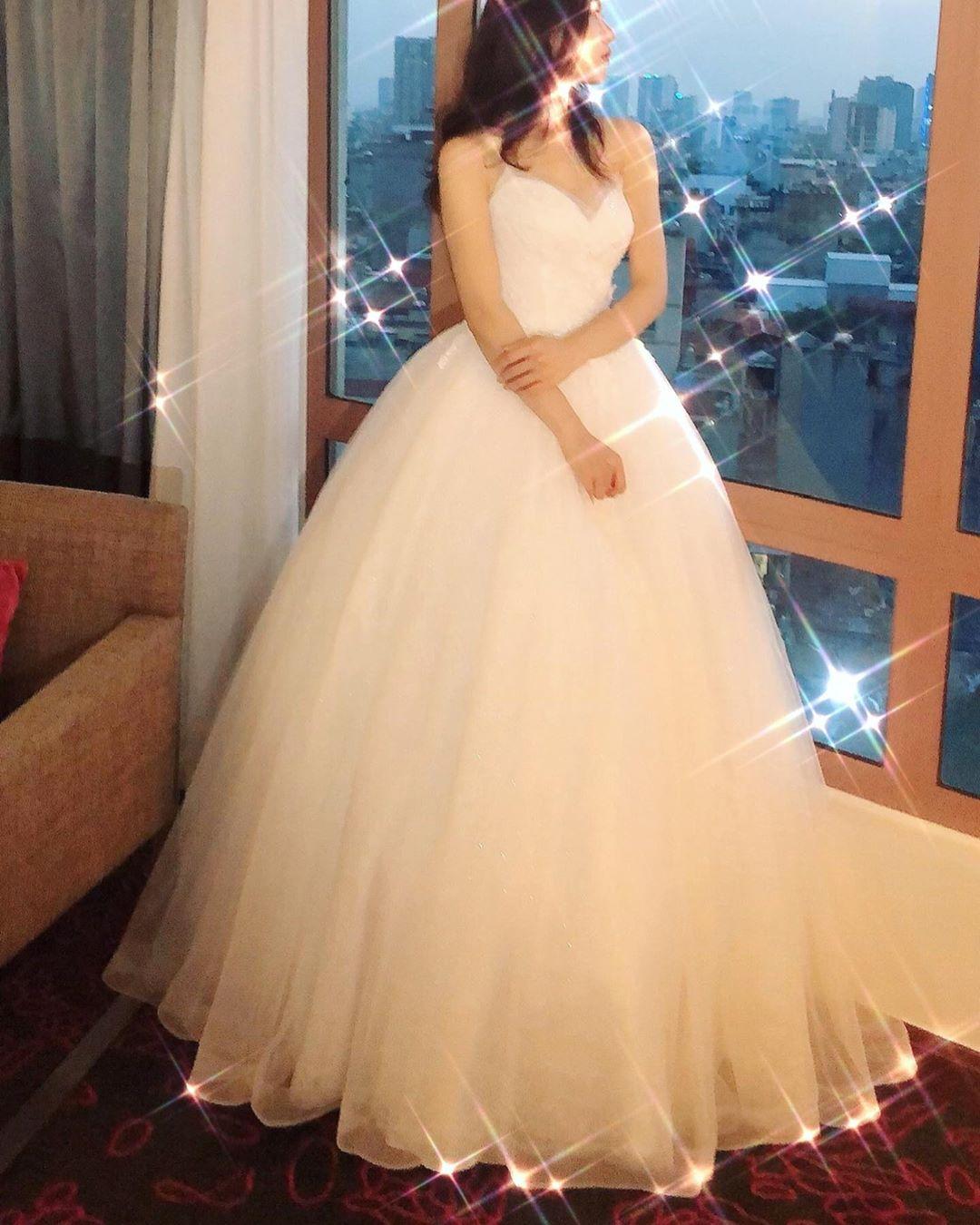 Dáng người khi mặc váy cưới đà nẵng
